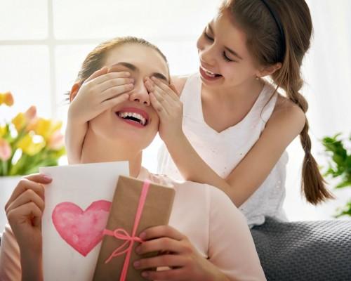 Idei de cadouri deosebite pentru mama - Top 650+ idei