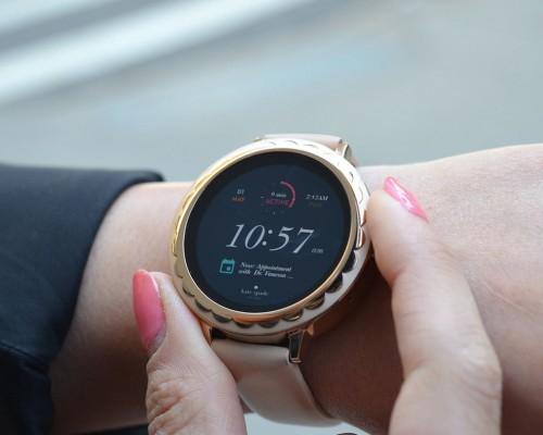 Top ceasuri smartwatch pentru femei