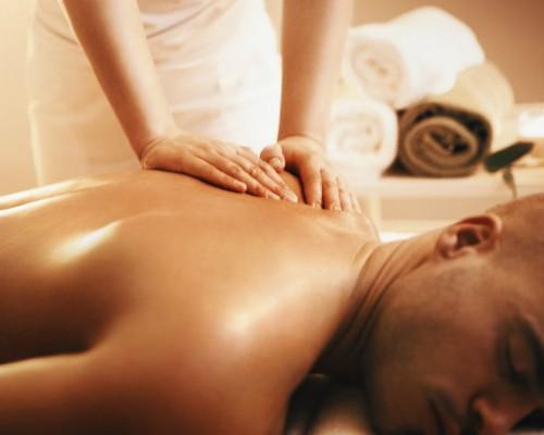 Cum sa faci un masaj erotic perfect - produse esentiale