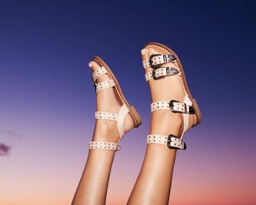 Ce sandale vor fi la modă în 2021?
