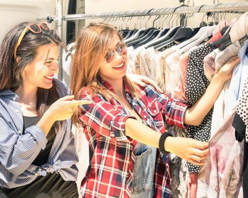 4 motive pentru a cumpara haine la mana a doua